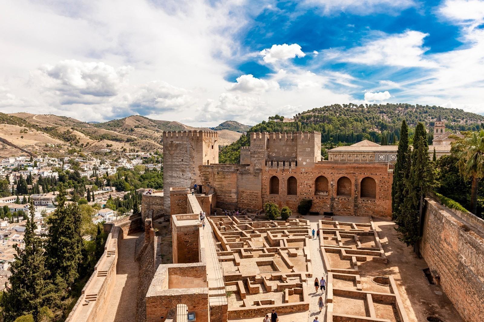 In Welke Spaanse Stad Staat Het Beroemde Alhambra.Autovakantie In Andalusie Ontdek Het Zuiden Van Spanje Met
