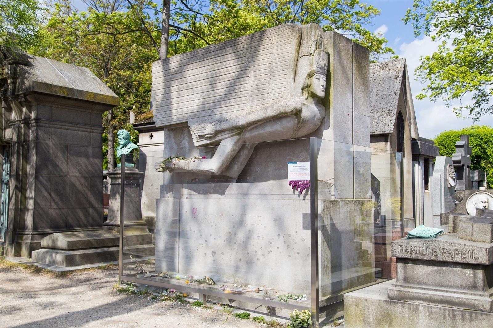 Beroemde Mensen In Parijs.Pere Lachaise In Parijs Bezoeken Kerkhof Met Beroemde Graven