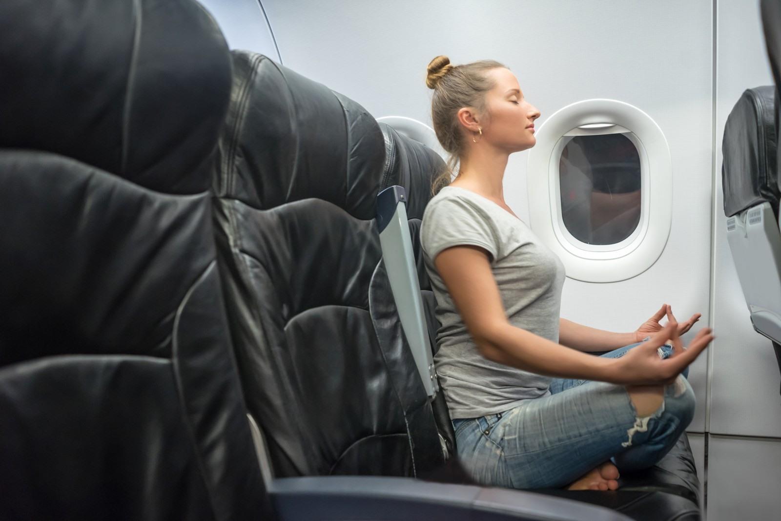 75df256b8007f8 Beter slapen in een vliegtuig: 17 simpele tips zodat het wél lukt